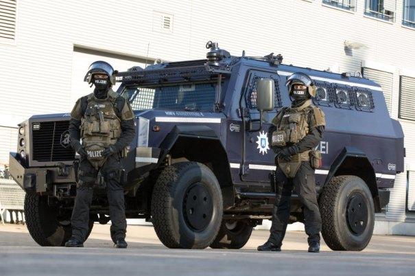 Hamburger Polizei stellt neue Schutzausstattung vor
